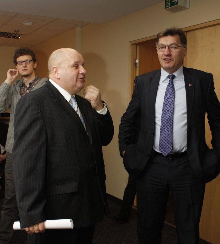 Žaliųjų partijos iniciatyvinės grupės lyderis J.Dautartas ir socdemų lyderis A.Butkevičius.<br>D.Pancerovas