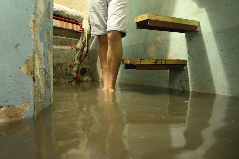 Vilniečio butą senamiestyje vanduo užliejo iškart po remonto.<br>J. Stacevičius