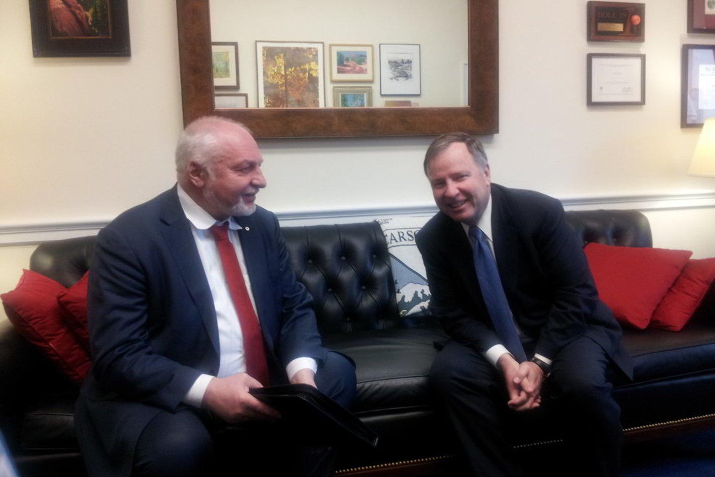 V. Mazuronis (kairėje) apie skalūnus kalbėjosi su JAV politikais.