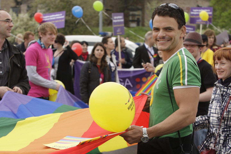 Teismas nusprendė, kad Lietuvos homoseksualai šeštadienį žygiuos Gedimino prospektu. Nuotraukoje - aktorius gėjus iš JAV Darius Sužiedėlis.<br>M. Kulbis