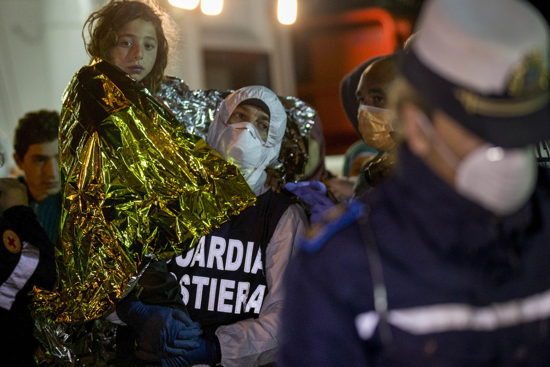 Pabėgėlių vaikams sunkiausia iškęsti keliones į Europą.<br>AP nuotr.