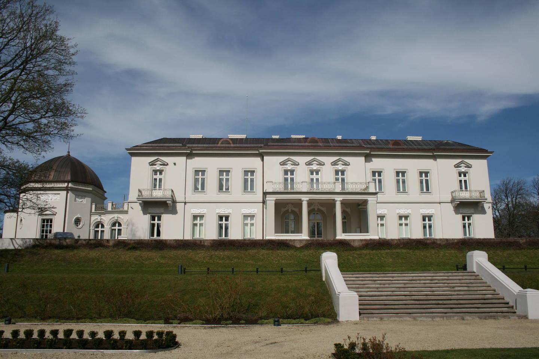 Lietuvos dailės muziejaus direktorius R.Budrys teigė, kad dvaro pastatas iš tiesų sugrįžo į savo jaunystę ir tapo gražesnis nei tarpukariu.<br>A.Ziabkaus nuotr.