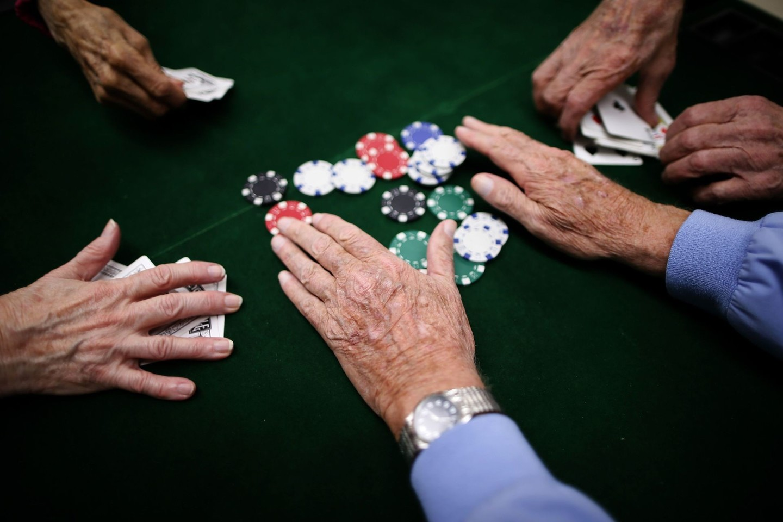 Pokeris kompiuterinei programai – gerokai sudėtingesnė užduotis nei, pavyzdžiui, šachmatai, kadangi oponentų turimos kortos nėra žinomos ir belieka kliautis strategija.<br>Reuters/Scanpix nuotr.