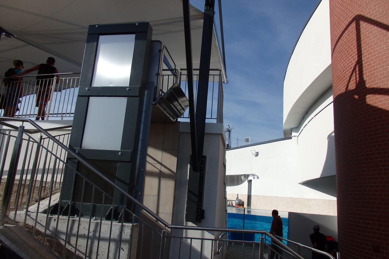 Delfinariume laukiami neįgalieji.<br>A.Pilaitienės nuotr.