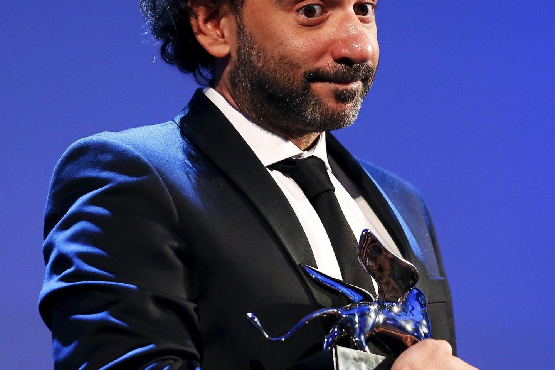 """Prizas už geriausią režisūrą įteiktas argentiniečiui Pablo Trapero, sukūrusiam filmą """"Klanas"""" (""""El Clan"""").<br>AFP/Scanpix nuotr."""