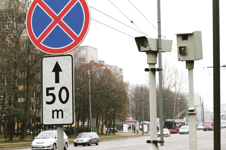 Vienintelis stacionarus greičio matuoklis, stovintis Taikos prospekto ir Pašilės gatvės sankirtoje, per mėnesį užfiksuoja iki 500 leistino greičio pažeidėjų.<br>M.Patašiaus nuotr.