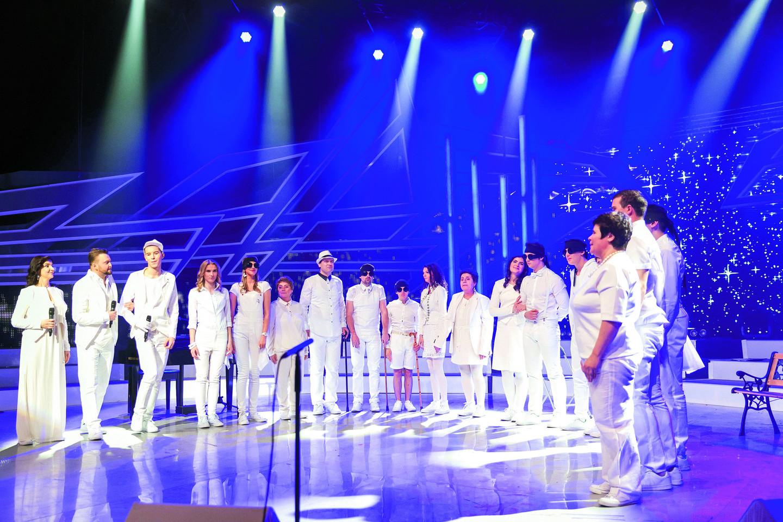 """Neregių kolektyvas """"Feniksas"""", kuriame dainavo ir V.Butautaitė, tapo """"Chorų karų"""" (TV3) nugalėtoju.<br>T.Bauro nuotr."""