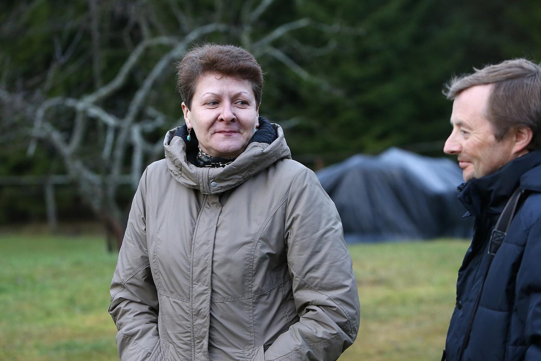 Lietuvos zoologijos sodo paukščių skyriaus vedėja R.Varlauskienė džiaugėsi,pamažu atgaivinama itin retų didžiųjų apuokų populiacija.<br>G.Šiupario nuotr.