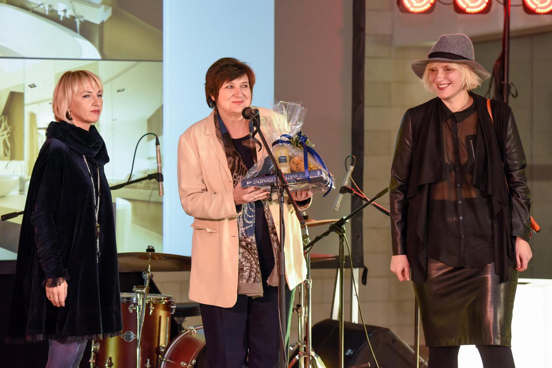 """""""Grohe"""" įteikė apdovanojimą architektėms Eglei Prunskienei ir Ievai Prunskaitei.<br>D.Umbraso nuotr."""