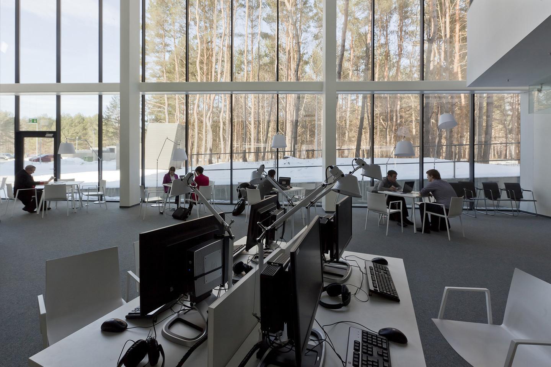 """geriausio viešojo interjero apdovanojimą """"Jung"""" įteikė VU Bibliotekos mokslinės komunikacijos ir informacijos centro kūrėjams """"Paleko ARCH studijai"""".<br>R.Urbakavičiaus nuotr."""