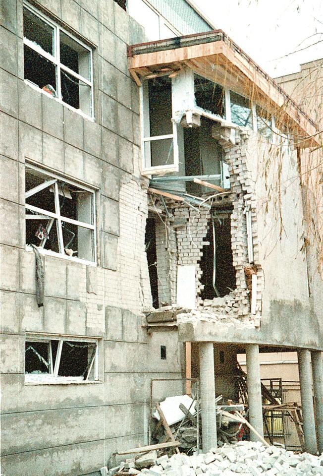 """Užtaisas baigiamame statyti """"Lietuvos ryto"""" redakcijos priestate driokstelėjo 1995 metų lapkričio 16-ąją, prieš vidurnaktį."""