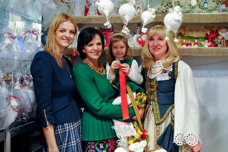 Janina Bukevičienė į renginį atvyko su dukra Indre (kairėje) ir anūke Kamile.