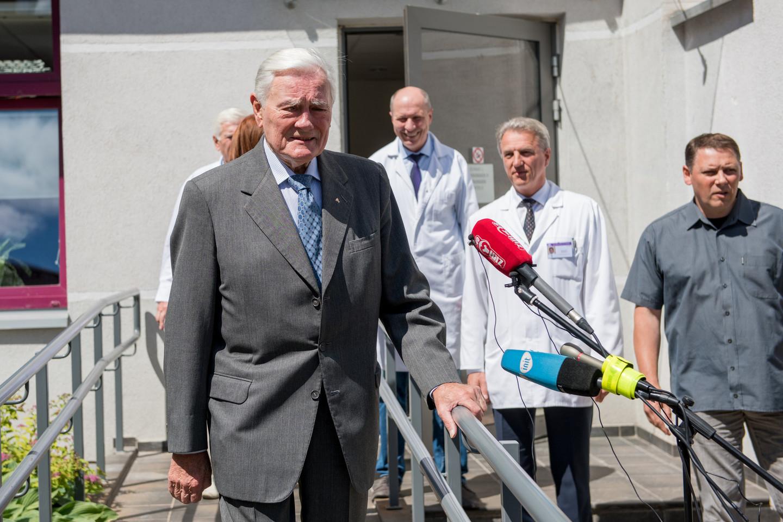 Po sudėtingos operacijos V.Adamkus išleistas iš ligoninės.<br>D.Umbraso nuotr.