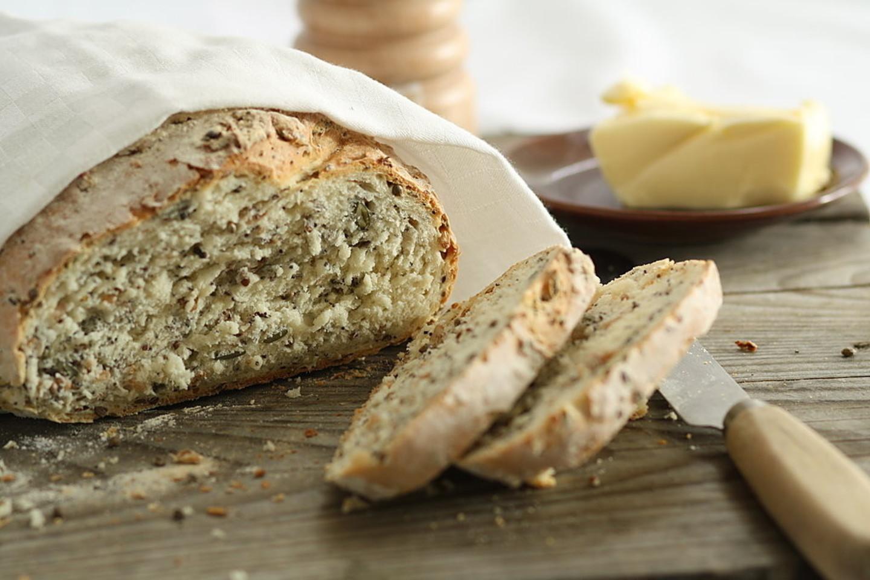 Beata Nicholson duoną siūlo gardinti virtais grūdais ir sėklomis.<br>D. Urbonaitės nuotr.