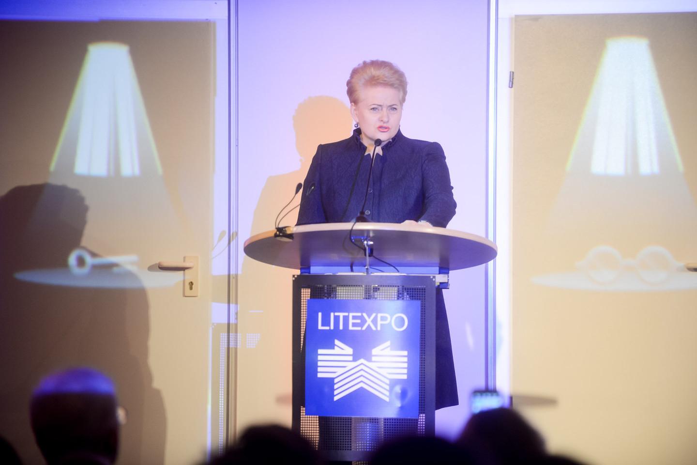 """Mugę atidariusi prezidentė Dalia Grybauskaitė pabrėžė, kad mugė 17-ąjį kartą tampa Lietuvos """"kultūros bei visuomeninės diskusijos forma"""".<br>J.Stacevičiaus nuotr."""