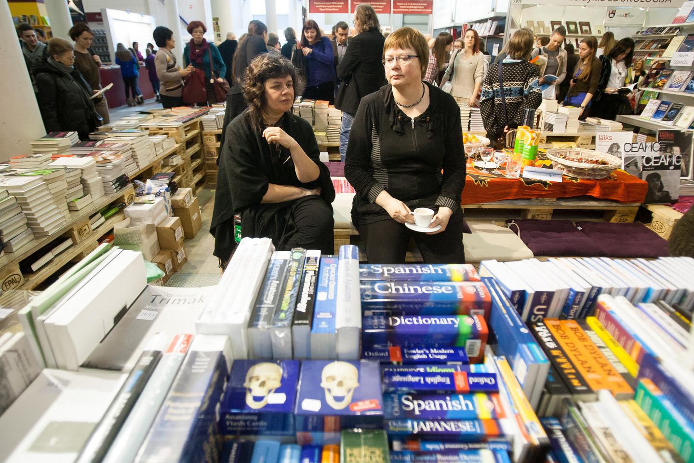 Vilniaus knygų mugėje kasmet apsilanko per 60 tūkst. pirkėjų.<br>Archyvo nuotr.