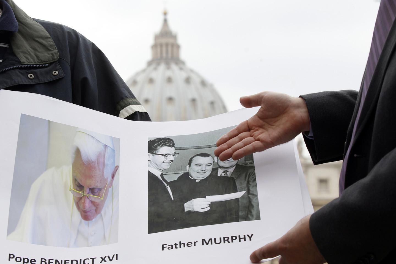 """Popiežius Benediktas XVI nesiėmė priemonių prieš JAV kunigą Lawrence'ą C.Murphy, įtariamą tvirkinus 200 kurčių berniukų.<br>""""Reuters"""" / """"Scanpix"""" nuotr."""