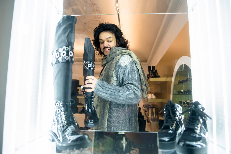 Sužinojęs, kad koncertus teks nukelti, Filipas Kirkorovas vakarą leido prabangiose parduotuvėse.<br>J.Stacevičiaus nuotr.