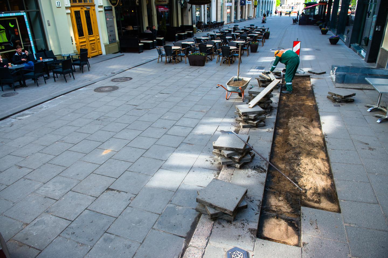 Vilniaus gatvė pernai buvo remontuojama tik paviršutiniškai.<br>J.Stacevičiaus nuotr.