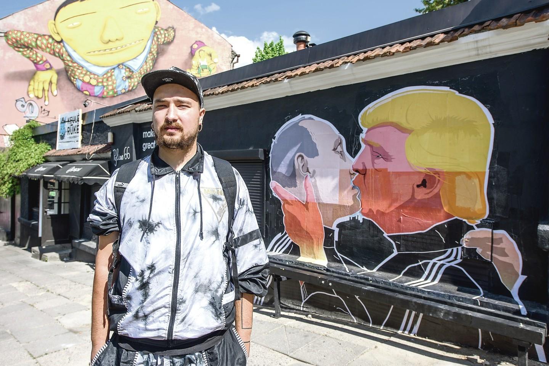 Anot D.Čečkausko, piešinį ant Pylimo gatvės sienos bus galima rasti iki rinkimų Jungtinėse Valstijose pabaigos – vėliau jis gali tapti nebeaktualus.<br>D.Umbraso nuotr.