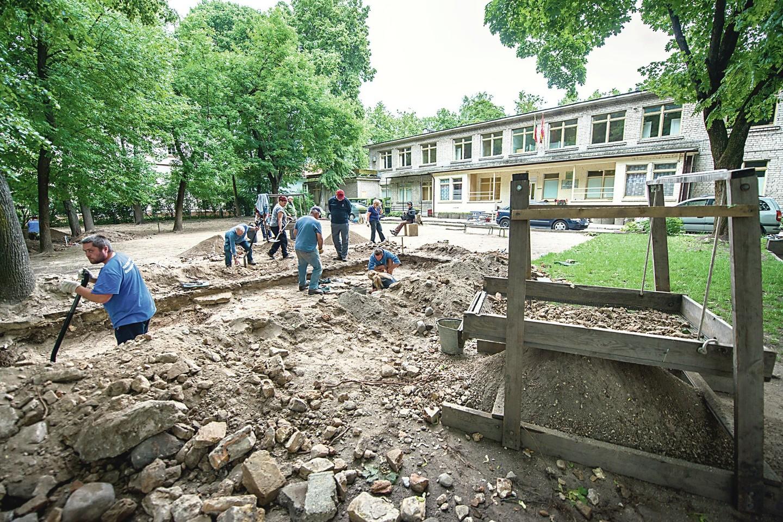 Sovietmečiu pastatytą vaikų darželį planuojama nugriauti, tačiau apie Didžiosios sinagogos atstatymą nekalbama.<br>J.Stacevičiaus nuotr.