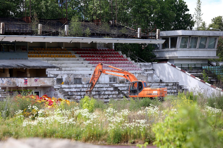 """Antradienį Vilniuje pradėti pirmieji """"Žalgirio"""" stadiono griovimo darbai.<br>R.Danisevičiaus nuotr."""