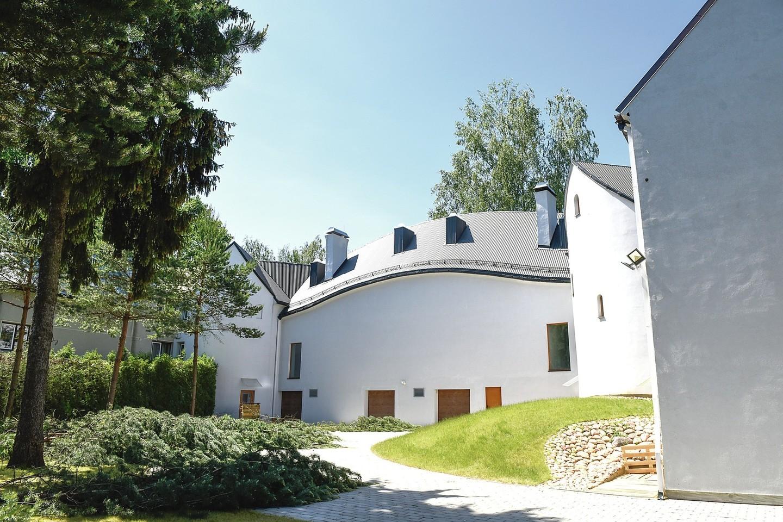 Viliamasi, kad ekspozicijų centro vidaus darbus pavyks užbaigti iki rudens.<br>D.Umbraso nuotr.