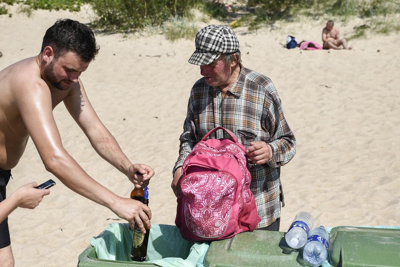 Palangos policijos pareigūnai su kolegomis nusprendė patikrinti, kaip pajūrio pliaže laikomasi nustatytos tvarkos.<br>V.Ščiavinsko nuotr.