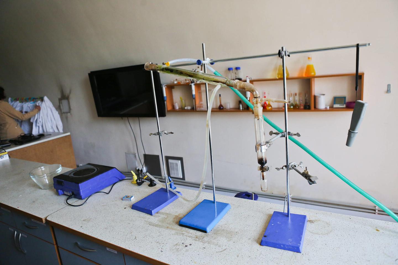 Buvusiose kareivinėse – ir laboratorija.<br>G.Bitvinsko nuotr.