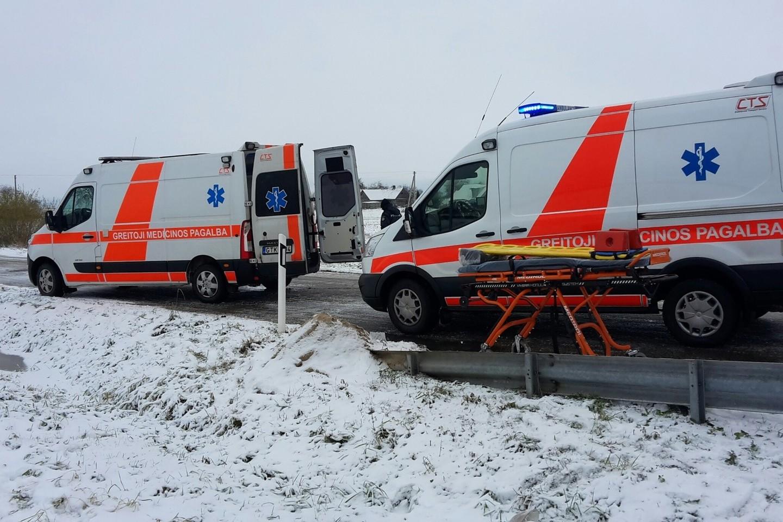 Netoli Kaišiadorių susidūrus traukiniui ir lengvajam automobiliui žuvo vietos ūkininkas A.Aleksejūnas, o jo žmona buvo sunkiai sužeista.<br>Kauno apskrities VPK nuotr.