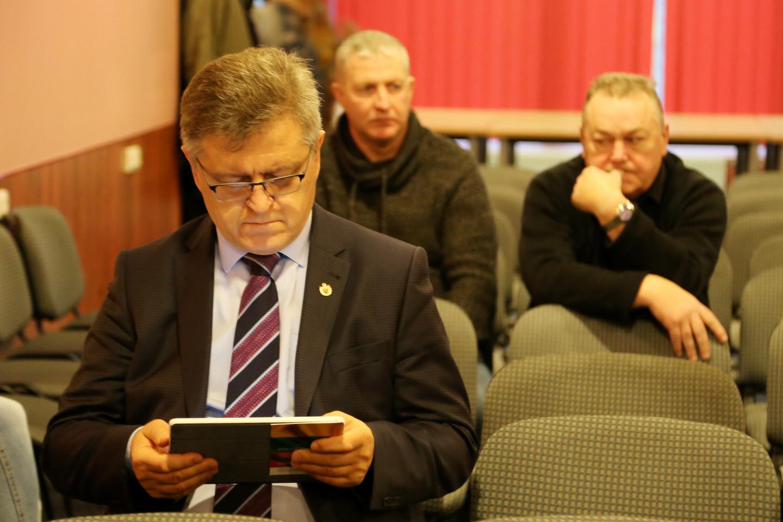 """Susirinkime dalyvavęs buvęs Seimo narys, dabartinis Biržų rajono meras V.Valkiūnas išreiškė mintį, kad Lietuva savo gynybos reikmėms galėtų sukurti """"purviną bombą"""".<br>R.Vitkaus nuotr."""
