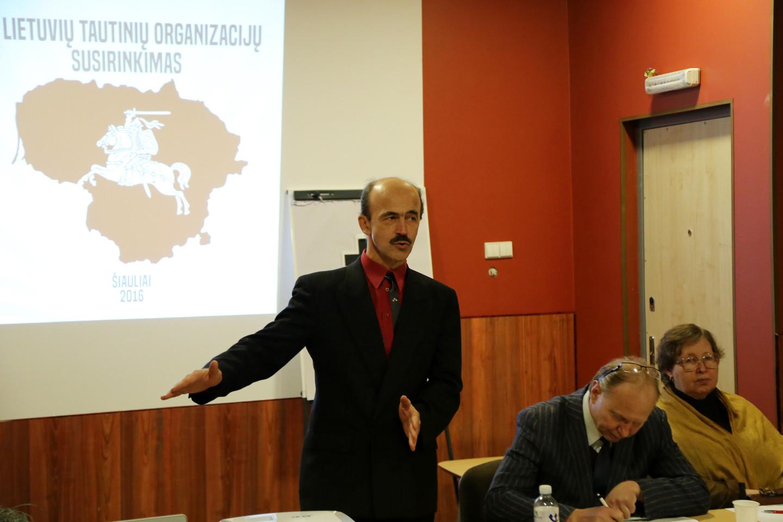 Į Lietuvos tautinių organizacijų susirinkimą pakviestas Latvijos antiglobalistų atstovas N.Virs pasisakė prieš pabėgėlių priėmimą.<br>R.Vitkaus nuotr.