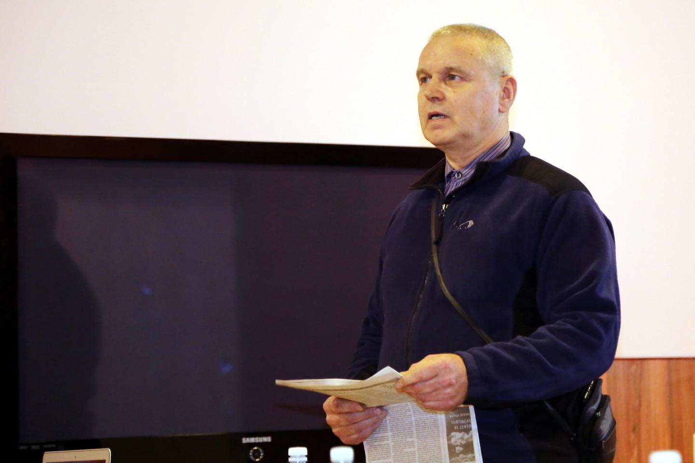 """Piliečių sąšaukos """"Už dorą Lietuvą"""" atstovas Romualdas Repšys susirinkime pareiškė, kad tautos vienijimosi pagrindas turi būti dora.<br>R.Vitkaus nuotr."""