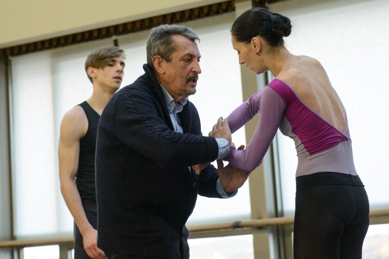 """Broniaus Kelbausko """"Sužadėtinė"""". Su šokėjais Olga Konošenko ir Jeronimu Krivicku dirba Vytautas Brazdylis.<br>Organizatorių (M.Aleksos) nuotr."""