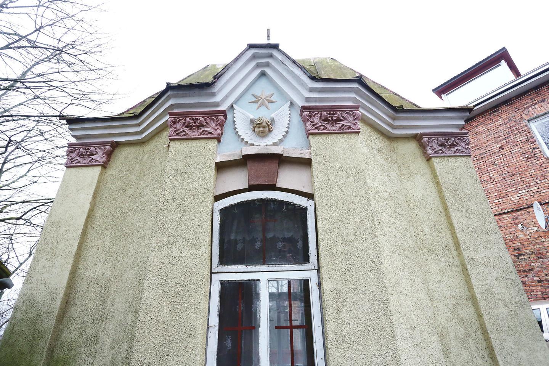 Vaistinės skersgatvyje tarpukariu pastatyta koplyčia ir Švč.Mergelės Marijos paminklas nebuvo nugriauti net sovietmečiu.<br>M.Patašiaus nuotr.