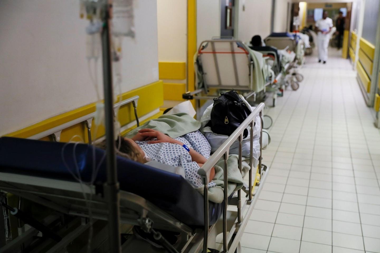 Prancūzijos ligoninės artėja prie savo galimybių teikti medicinos pagalbą ribų.<br>AFP/Scanpix nuotr.