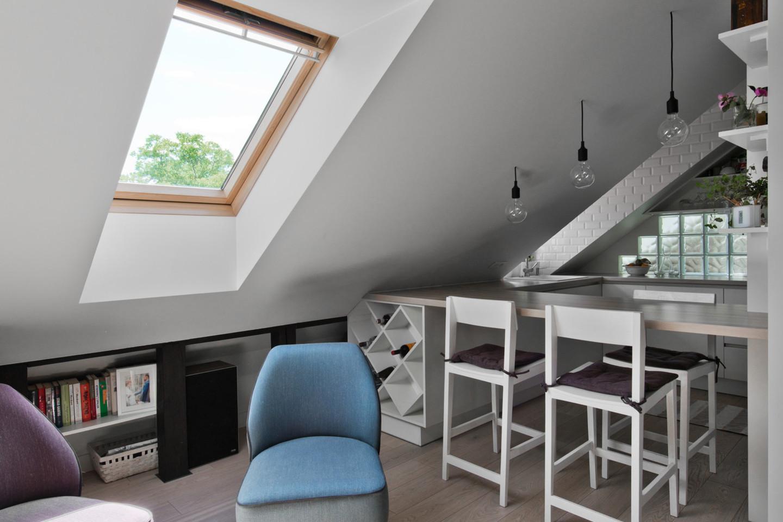 Sofą šiame bute pakeitė minkštas kilimas su didelėmis pagalvėmis.<br>L.Garbačausko nuotr.
