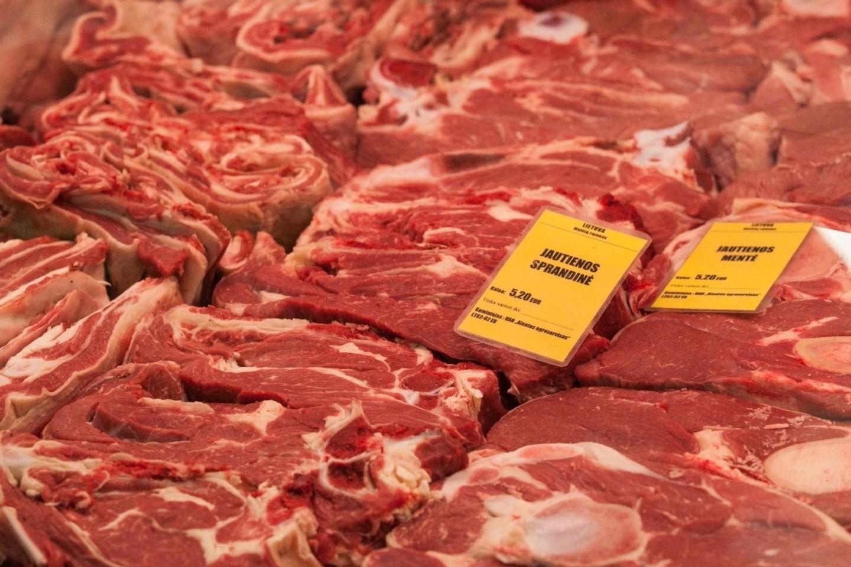 Kalvarijų turguje galima nusipirkti įvairios mėsos – ir atvežtos iš Lenkijos, ir iš Lietuvos paukštynų ar nedidelių ekologinių ūkių.
