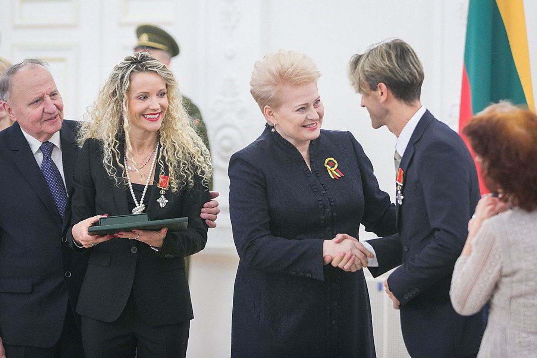 """Šokėja E.Daniūtė apdovanota Ordino """"Už nuopelnus Lietuvai"""" Riterio kryžiumi. Tačiau tai patiko ne visiems.<br>T.Bauro nuotr."""