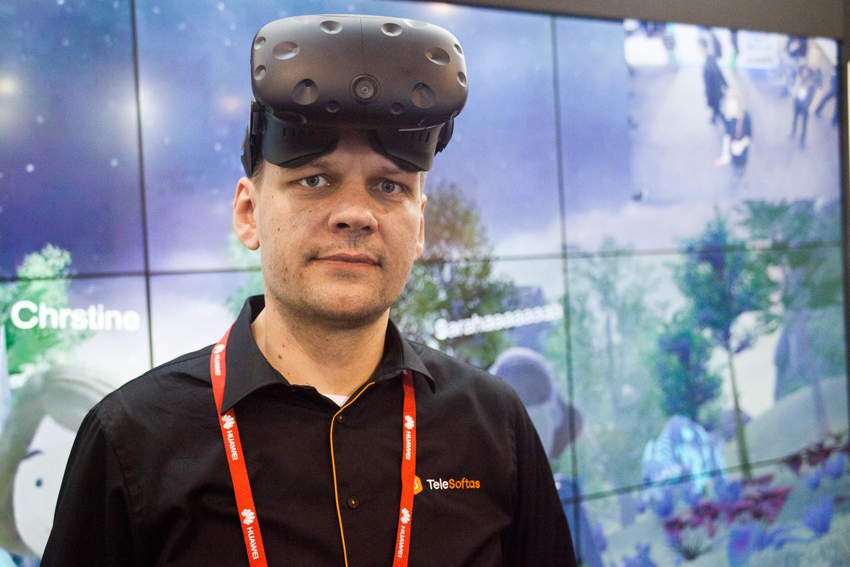 """A. Rumiancevas: """"Tokie dalykai, kaip """"VR Medusa"""" – tai konferencinių pokalbių ateitis, tai yra tai, kas pakeis """"Skype"""".<br>A. Rutkausko nuotr."""