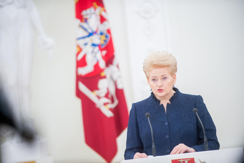 Prezidentė Dalia Grybauskaitė siūlo, kad institucijos galėtų nemokamai naudotis valstybės registrais.<br>T. Bauro nuotr.