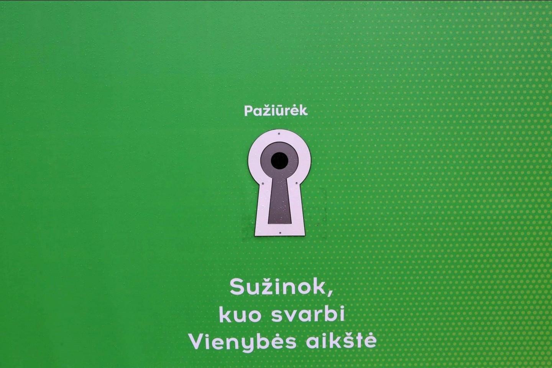 Sužinoti Kauno istoriją galima ir iš būsimą statybvietę juosiančios tvoros.<br>M.Patašiaus nuotr.