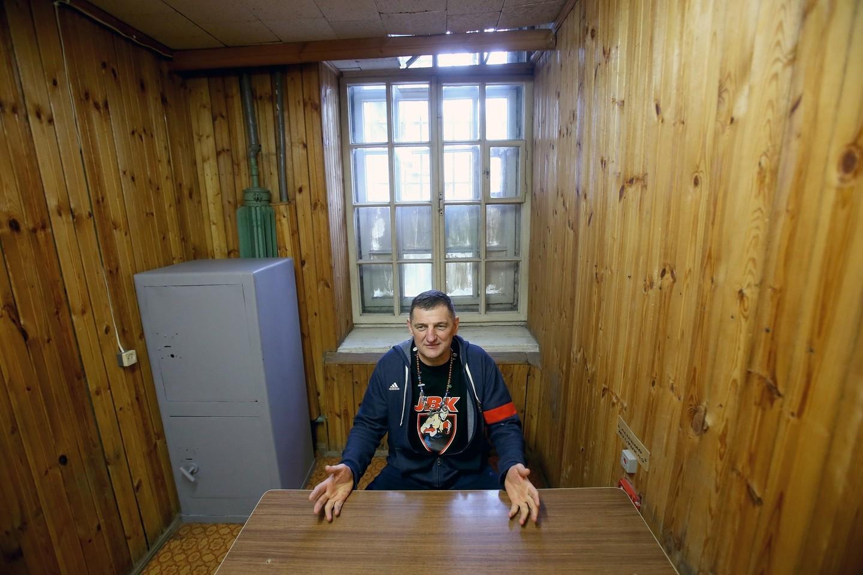 Prie veiklos įpratusiam H.Daktarui labai nuobodu dienas leisti kalėjimo vienutėje.<br>R.Danisevičiaus nuotr.