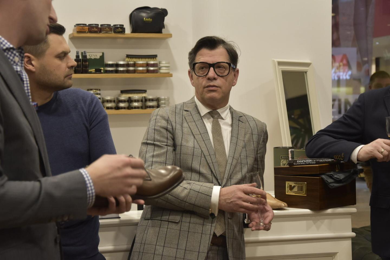 Vyriškų batų ir aksesuarų salono klubo nariai susipažino su vyrų stiliaus konsultanto Algirdo Griciaus knyga.
