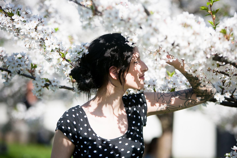 Nors sveikatos specialistai sako, kad net pavasario saulė gali būti pavojinga odai, gyventojai prisipažįsta, kad apsaugą nuo saulės pradeda naudoti tik vasaros pradžioje.<br>Justinas Stacevičius