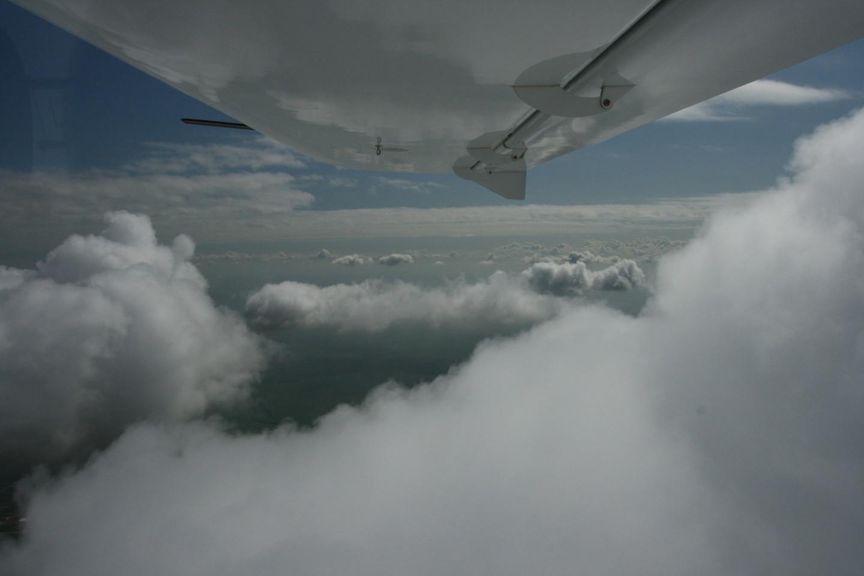 Ketvirtadienio vakarą Biržuose nukrito ultralengvasis lėktuvas.<br>M.Patašiaus asociatyvi nuotr.