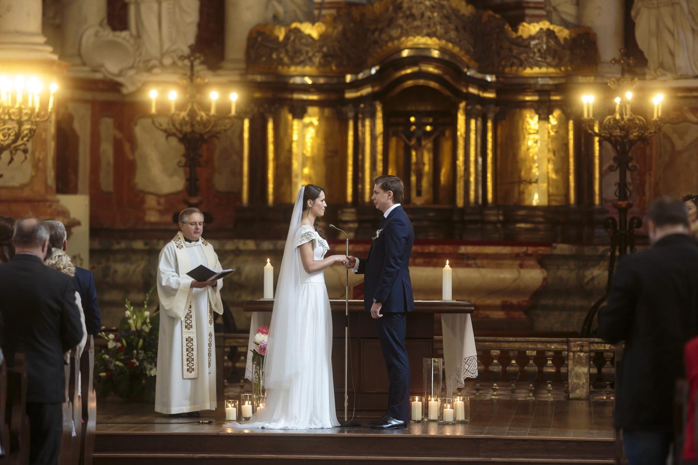 Mindaugo Sinkevičiaus ir Aistės Plūkaitės vestuvių akimirka.<br>G.Bartuškos nuotr.