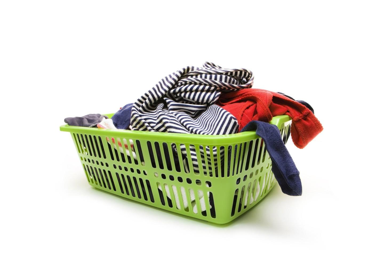 Naudojant actą, ant drabužių nebelieka jokių baltų rėžių, kurių neretai atsiranda dėl miltelių ar kitokių skalbimo priemonių.<br>123 rf nuotr.