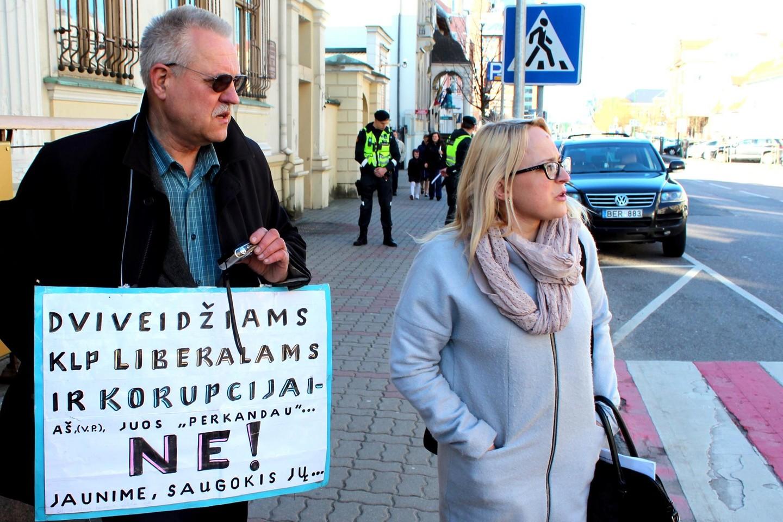 L.Girskienė (dešinėje) nusprendė savo noru trauktis iš Klaipėdos miesto tarybos.<br>G.Pilaičio nuotr.
