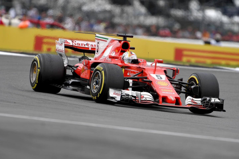 """Didžiosios Britanijos """"Grand Prix"""" lenktynių akimirka.<br>AFP/Scanpix nuotr."""